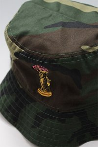 RE-FRESH BUCKET HAT THE WORLD IS YOURS 【CAMO】