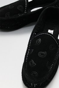 <img class='new_mark_img1' src='https://img.shop-pro.jp/img/new/icons16.gif' style='border:none;display:inline;margin:0px;padding:0px;width:auto;' />TROOPER HOUSE SHOES BANDANA BOA【BLK/BLK】