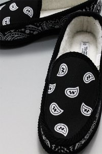 <img class='new_mark_img1' src='https://img.shop-pro.jp/img/new/icons16.gif' style='border:none;display:inline;margin:0px;padding:0px;width:auto;' />TROOPER HOUSE SHOES BANDANA BOA【BLK/WHT】