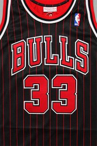 <img class='new_mark_img1' src='https://img.shop-pro.jp/img/new/icons16.gif' style='border:none;display:inline;margin:0px;padding:0px;width:auto;' />MITCHELL&NESS AUTHENTIC JERSEY BULLS PIPPEN 【BLK/RED】