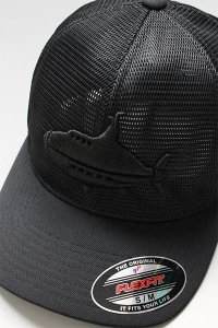 <img class='new_mark_img1' src='https://img.shop-pro.jp/img/new/icons16.gif' style='border:none;display:inline;margin:0px;padding:0px;width:auto;' />YSM EXCLUSIVE FLEXFIT LOGO MESH CAP 【BLK】