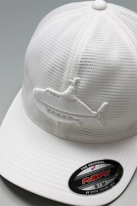 <img class='new_mark_img1' src='https://img.shop-pro.jp/img/new/icons16.gif' style='border:none;display:inline;margin:0px;padding:0px;width:auto;' />YSM EXCLUSIVE FLEXFIT LOGO MESH CAP 【WHT】