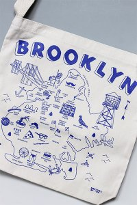 <img class='new_mark_img1' src='https://img.shop-pro.jp/img/new/icons16.gif' style='border:none;display:inline;margin:0px;padding:0px;width:auto;' />MAPTOTE BROOKLYN TOTE BAG【NAT/BLU】