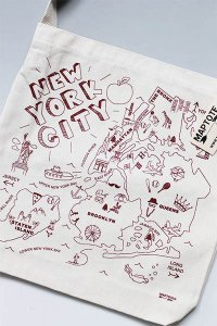<img class='new_mark_img1' src='https://img.shop-pro.jp/img/new/icons16.gif' style='border:none;display:inline;margin:0px;padding:0px;width:auto;' />MAPTOTE NEW YORK CITY TOTE BAG【NAT/D.RED】