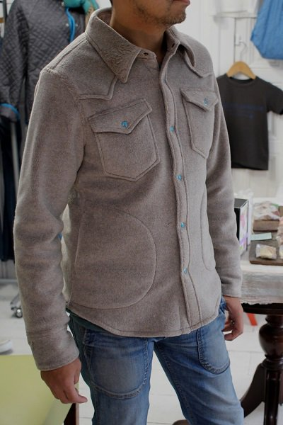 <img class='new_mark_img1' src='//img.shop-pro.jp/img/new/icons24.gif' style='border:none;display:inline;margin:0px;padding:0px;width:auto;' />FLEECE WESTERN SHIRT JACKET