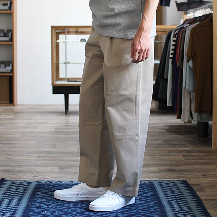 RICCARDO METHA  One Tuck Wide Trousers ワンタック ワイドパンツ - Dragon Twill Beige<img class='new_mark_img2' src='//img.shop-pro.jp/img/new/icons47.gif' style='border:none;display:inline;margin:0px;padding:0px;width:auto;' /> 02