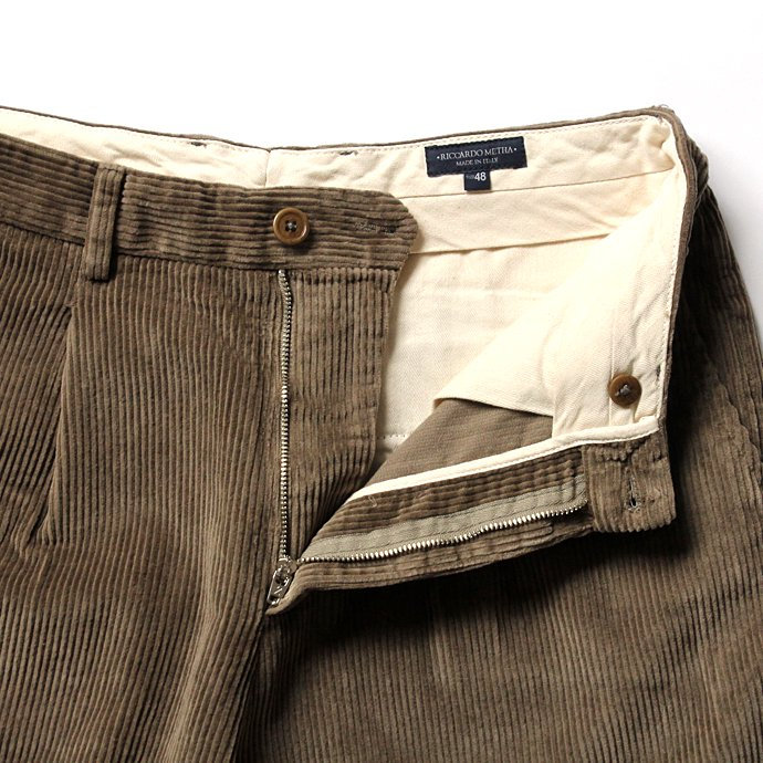 122332265 RICCARDO METHA / One Tuck Wide Trousers Corduroy コーデュロイ ワンタック ワイドパンツ - Beige<img class='new_mark_img2' src='//img.shop-pro.jp/img/new/icons47.gif' style='border:none;display:inline;margin:0px;padding:0px;width:auto;' /> 02