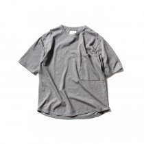STILL BY HAND / 鹿の子 ビッグポケットTシャツ CS0482 - Grey<img class='new_mark_img2' src='//img.shop-pro.jp/img/new/icons47.gif' style='border:none;display:inline;margin:0px;padding:0px;width:auto;' />