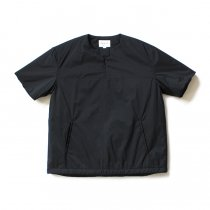 STILL BY HAND / BL0384 シンサレート中綿入り 半袖プルオーバー - Black
