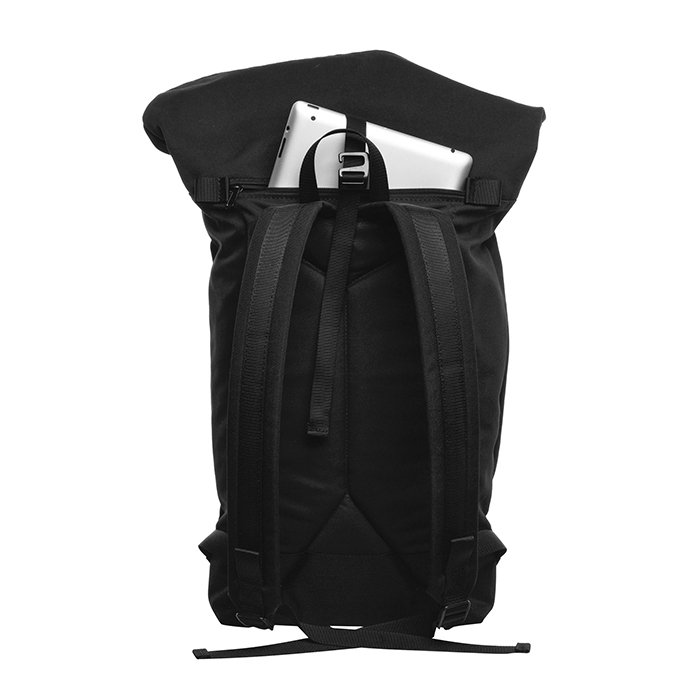 137061784 BRAASI INDUSTRY / LEVO - 25L Black 耐水ロールトップバックパック<img class='new_mark_img2' src='//img.shop-pro.jp/img/new/icons47.gif' style='border:none;display:inline;margin:0px;padding:0px;width:auto;' /> 02
