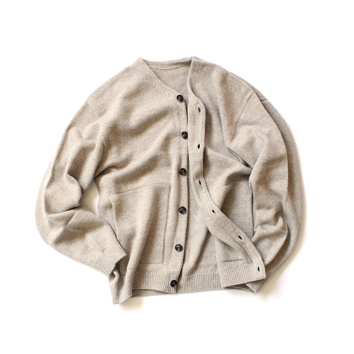 145652872 crepuscule / wholegarment V/N cardigan 1903-009 Beige ホールガーメントVネックカーディガン ベージュ<img class='new_mark_img2' src='//img.shop-pro.jp/img/new/icons47.gif' style='border:none;display:inline;margin:0px;padding:0px;width:auto;' /> 02