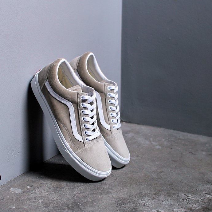 147294334 VANS / Velvet Old Skool - Gray ヴァンズ ベルベットオールドスクール ベージュ VN0A4BV5TCH<img class='new_mark_img2' src='//img.shop-pro.jp/img/new/icons47.gif' style='border:none;display:inline;margin:0px;padding:0px;width:auto;' /> 01