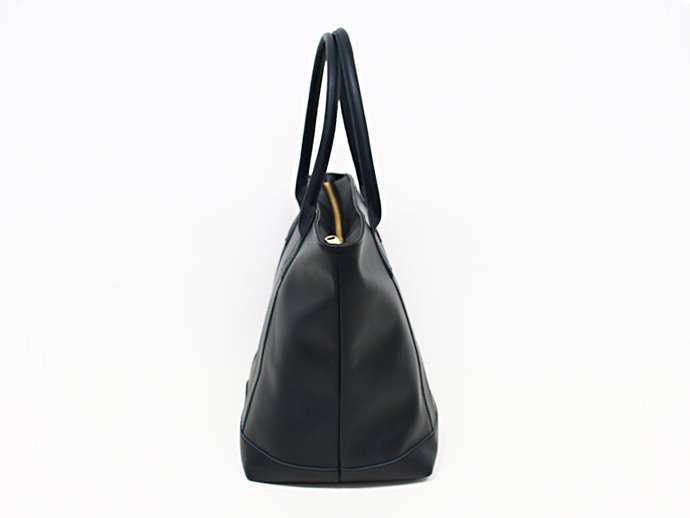 This is... Leather Tote Bag - Navy<img class='new_mark_img2' src='//img.shop-pro.jp/img/new/icons47.gif' style='border:none;display:inline;margin:0px;padding:0px;width:auto;' /> 02