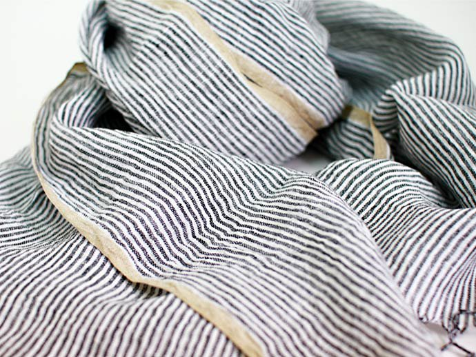 Other Brands Khadi Linen Stripe Stole - Black Stripe<img class='new_mark_img2' src='//img.shop-pro.jp/img/new/icons47.gif' style='border:none;display:inline;margin:0px;padding:0px;width:auto;' /> 02