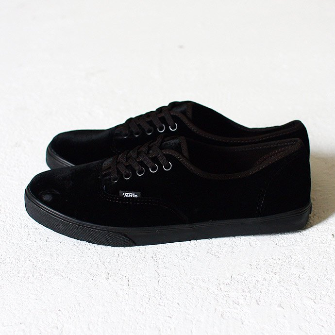 36794145 VANS / Authentic Lo Pro Velvet - Black<img class='new_mark_img2' src='//img.shop-pro.jp/img/new/icons47.gif' style='border:none;display:inline;margin:0px;padding:0px;width:auto;' /> 01