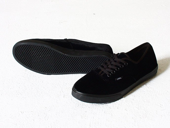 36794145 VANS / Authentic Lo Pro Velvet - Black<img class='new_mark_img2' src='//img.shop-pro.jp/img/new/icons47.gif' style='border:none;display:inline;margin:0px;padding:0px;width:auto;' /> 02