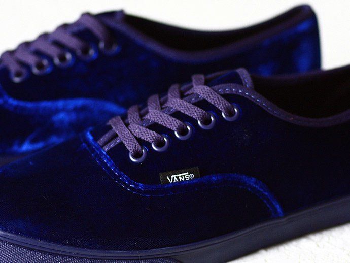 36794343 VANS / Authentic Lo Pro Velvet - Astral Aura<img class='new_mark_img2' src='//img.shop-pro.jp/img/new/icons47.gif' style='border:none;display:inline;margin:0px;padding:0px;width:auto;' /> 02