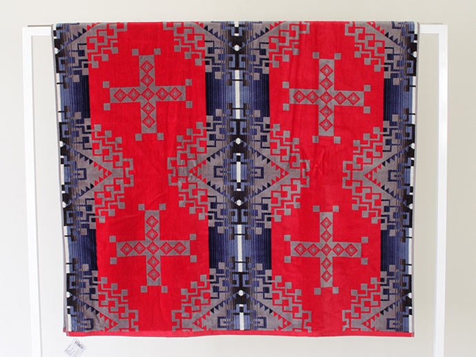PENDLETON Jacquard Towel - Ruby River<img class='new_mark_img2' src='//img.shop-pro.jp/img/new/icons47.gif' style='border:none;display:inline;margin:0px;padding:0px;width:auto;' /> 02
