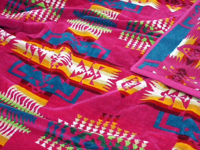 PENDLETON Oversized Jacquard Towel - Chief Joseph, Cherry<img class='new_mark_img2' src='//img.shop-pro.jp/img/new/icons47.gif' style='border:none;display:inline;margin:0px;padding:0px;width:auto;' /> 02