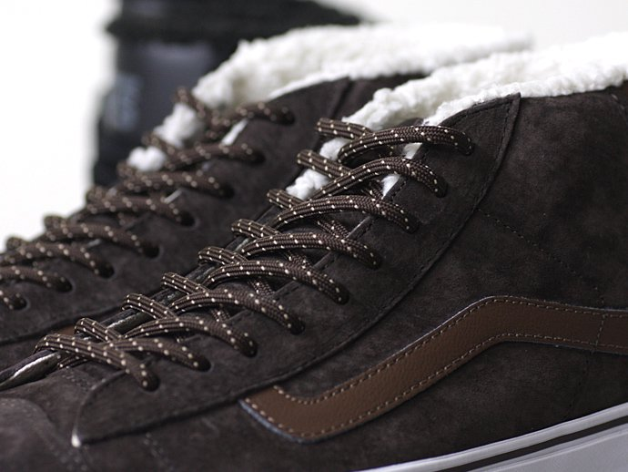 VANS Mid Skool '77 Pig Suede/Fleece Lining - Brown ミッドスクール'77 スウェード ボア ブラウン<img class='new_mark_img2' src='//img.shop-pro.jp/img/new/icons47.gif' style='border:none;display:inline;margin:0px;padding:0px;width:auto;' /> 02
