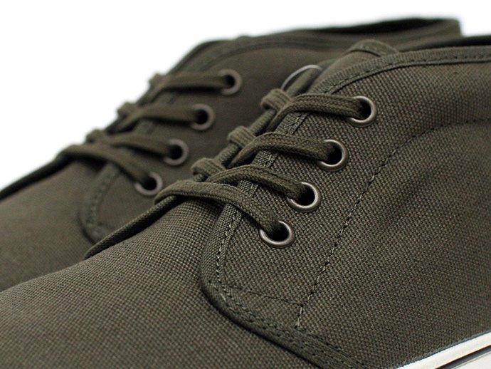 VANS Heavy Canvas Chukka Boot - Olive Night/Marshmallow<img class='new_mark_img2' src='//img.shop-pro.jp/img/new/icons47.gif' style='border:none;display:inline;margin:0px;padding:0px;width:auto;' /> 02