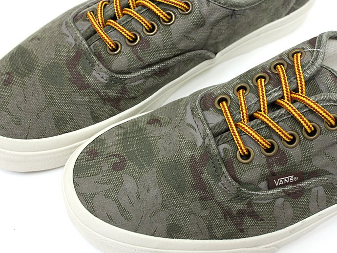 VANS Floral Camo Authentic CA<img class='new_mark_img2' src='//img.shop-pro.jp/img/new/icons47.gif' style='border:none;display:inline;margin:0px;padding:0px;width:auto;' /> 02