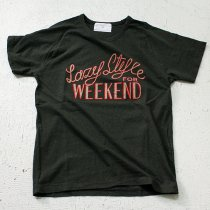 STILL BY HAND Lazy Style for Weekend プリントTシャツ - Green<img class='new_mark_img2' src='//img.shop-pro.jp/img/new/icons47.gif' style='border:none;display:inline;margin:0px;padding:0px;width:auto;' />