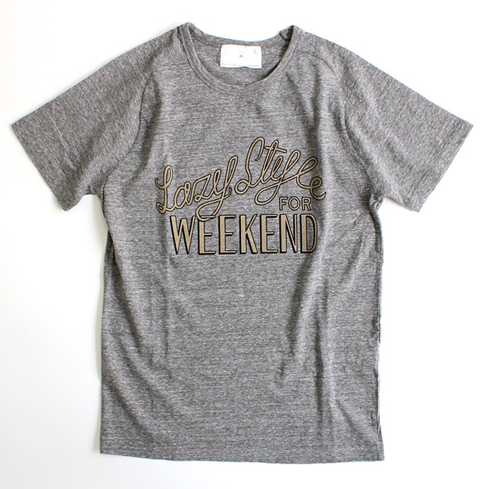 STILL BY HAND Lazy Style for Weekend プリントTシャツ - Grey<img class='new_mark_img2' src='//img.shop-pro.jp/img/new/icons47.gif' style='border:none;display:inline;margin:0px;padding:0px;width:auto;' /> 01