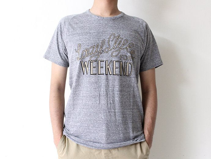 STILL BY HAND Lazy Style for Weekend プリントTシャツ - Grey<img class='new_mark_img2' src='//img.shop-pro.jp/img/new/icons47.gif' style='border:none;display:inline;margin:0px;padding:0px;width:auto;' /> 02