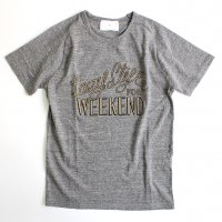 STILL BY HAND Lazy Style for Weekend プリントTシャツ - Grey<img class='new_mark_img2' src='//img.shop-pro.jp/img/new/icons47.gif' style='border:none;display:inline;margin:0px;padding:0px;width:auto;' />