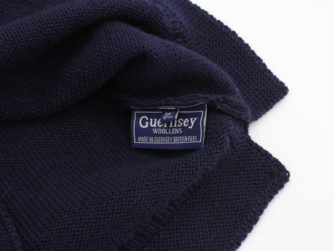 67178373 Guernsey Woollens / The Traditional Guernsey Sweater - Navy ガンジーウーレンズ ガンジーセーター ネイビー<img class='new_mark_img2' src='//img.shop-pro.jp/img/new/icons47.gif' style='border:none;display:inline;margin:0px;padding:0px;width:auto;' /> 02