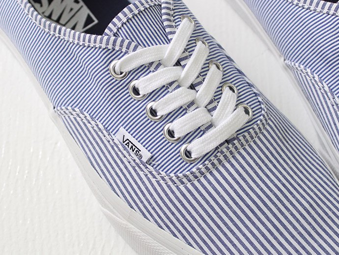 VANS Multi Stripes Authentic - Dress Blues/True White<img class='new_mark_img2' src='//img.shop-pro.jp/img/new/icons47.gif' style='border:none;display:inline;margin:0px;padding:0px;width:auto;' /> 02
