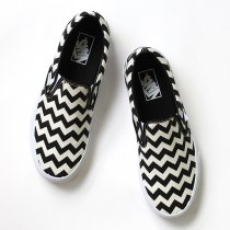 VANS / Chevron Slip-On - Black/White<img class='new_mark_img2' src='//img.shop-pro.jp/img/new/icons47.gif' style='border:none;display:inline;margin:0px;padding:0px;width:auto;' />