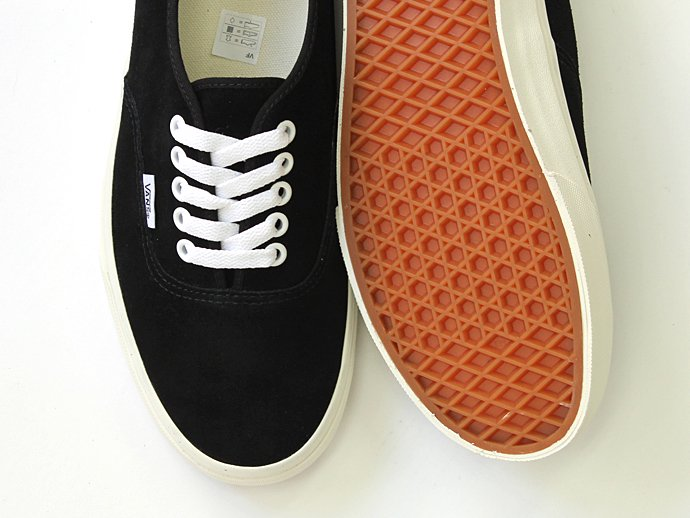VANS Authentic Suede - Black/Marshmallow<img class='new_mark_img2' src='//img.shop-pro.jp/img/new/icons47.gif' style='border:none;display:inline;margin:0px;padding:0px;width:auto;' /> 02