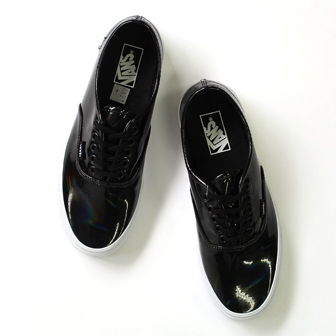 VANS Patent Leather Authentic - Black<img class='new_mark_img2' src='//img.shop-pro.jp/img/new/icons47.gif' style='border:none;display:inline;margin:0px;padding:0px;width:auto;' /> 01