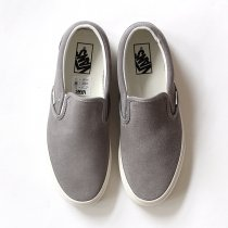 VANS Vintage Suede Slip-On - Frost Gray/Blanc<img class='new_mark_img2' src='//img.shop-pro.jp/img/new/icons47.gif' style='border:none;display:inline;margin:0px;padding:0px;width:auto;' />