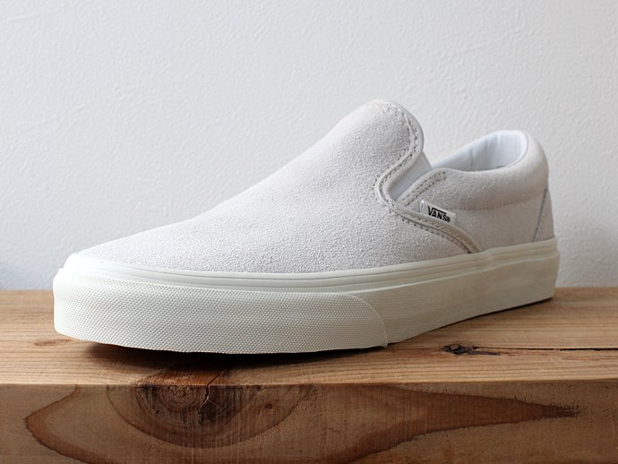 VANS Vintage Suede Slip-On - True White/Blanc<img class='new_mark_img2' src='//img.shop-pro.jp/img/new/icons47.gif' style='border:none;display:inline;margin:0px;padding:0px;width:auto;' /> 02