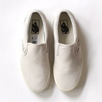 VANS Vintage Suede Slip-On - True White/Blanc<img class='new_mark_img2' src='//img.shop-pro.jp/img/new/icons47.gif' style='border:none;display:inline;margin:0px;padding:0px;width:auto;' />