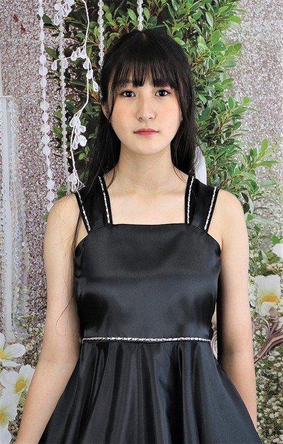 シンプルなブラックドレス