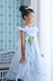 豪華な白い子供ドレス
