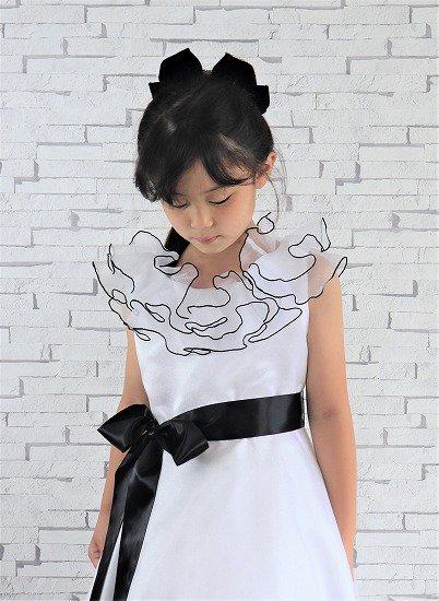 ふりふりフリルの白いドレス