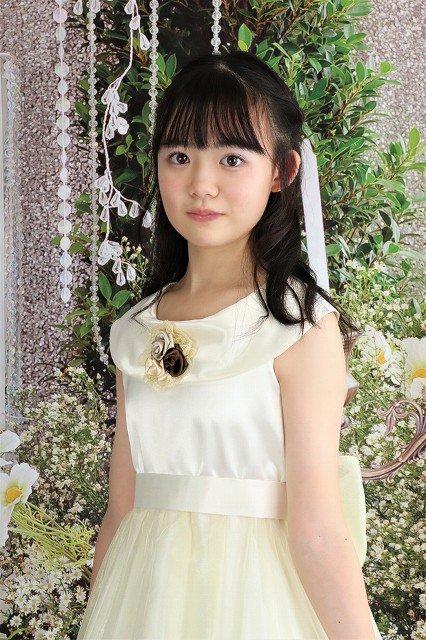 オフホワイトの上品な子供ドレス。<レンタルのみ>