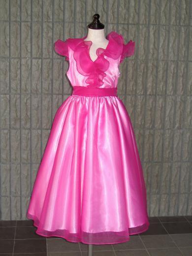 フリルのローズドレス