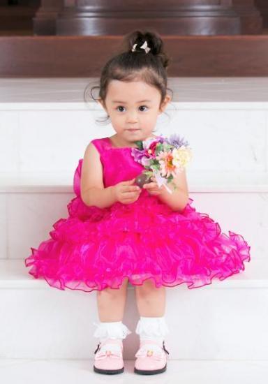 3段フリルのキュートなピンクドレス
