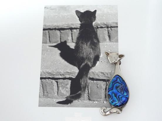 青い背中のシャム猫ブローチ