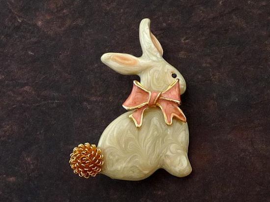 ウサギのブローチ
