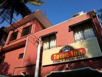 Yals Town Inn