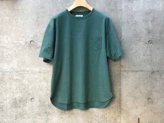 Round pocket T-shirts