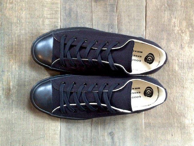 shoes like pottery (MONOCHROME)