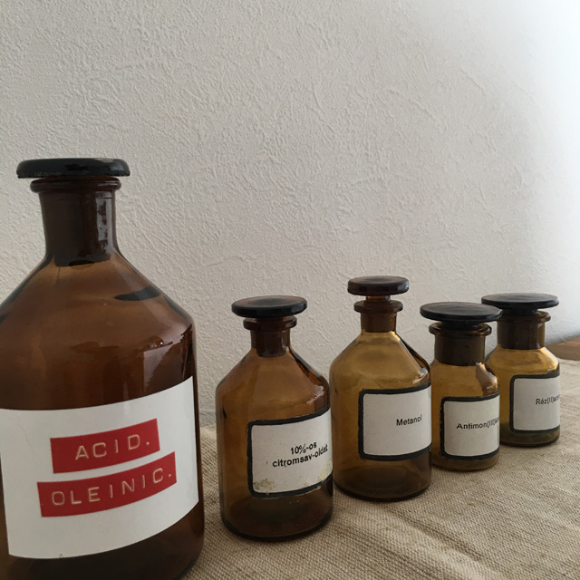 ハンガリー 医療系 薬瓶  hungary medicine bottle brown